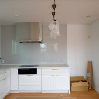 ホワイトなL型キッチン!